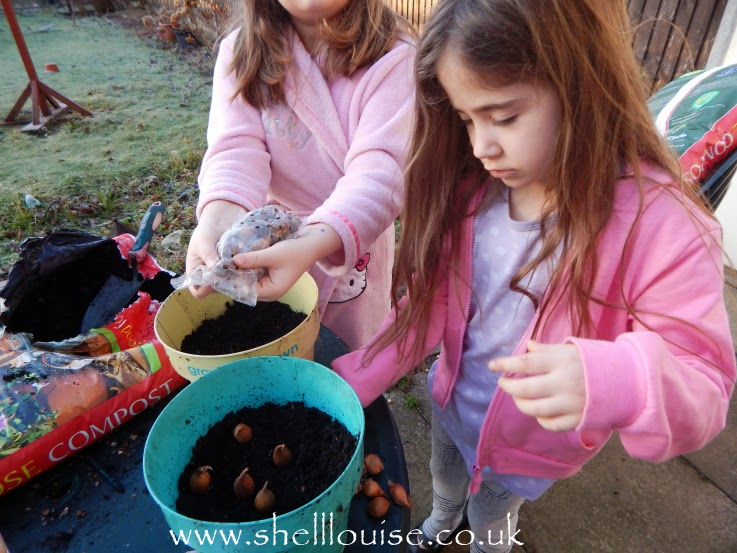 Kaycee and Ella planting summer bulbs