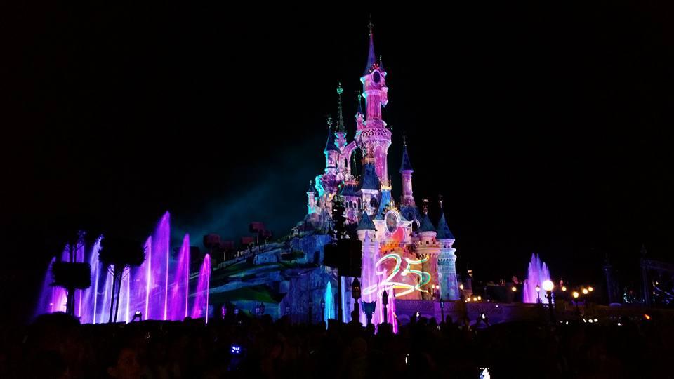 The castle lit up at night - Disneyland Paris Photos