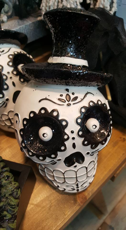 HomeSense Halloween - decorated skull