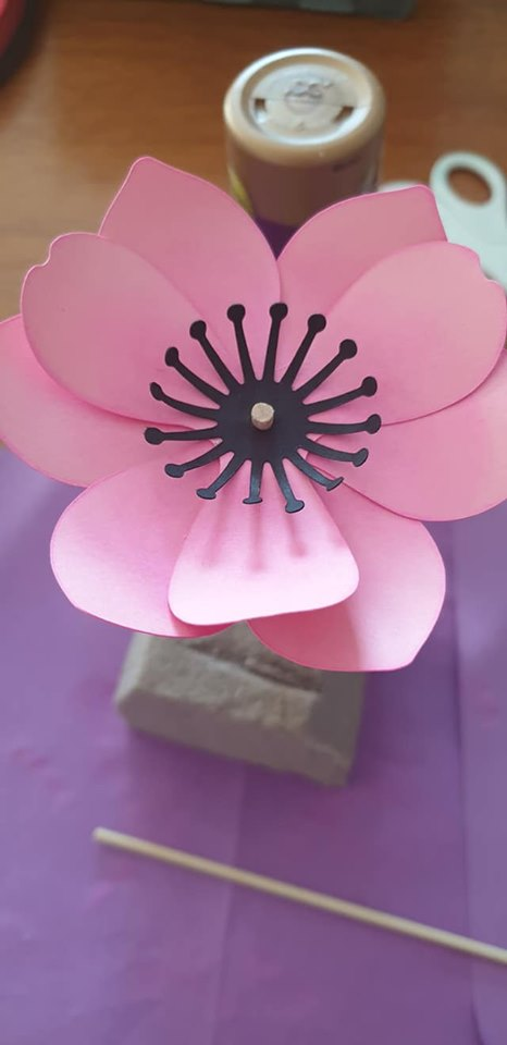 Anemone and vase tutorial - shape first piece of flower stamens and glue to flower