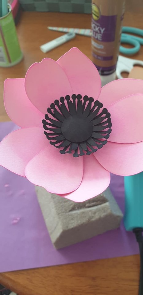 Anemone and vase tutorial - glue circle into place